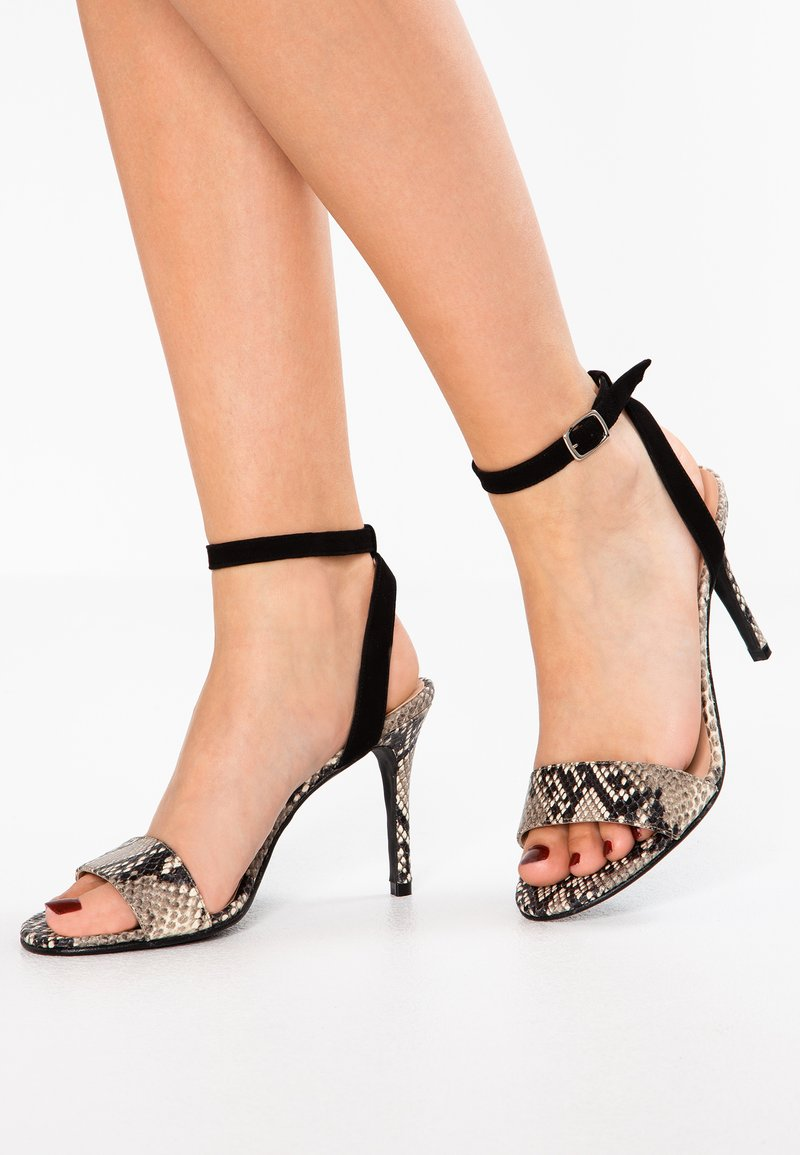 Brenda Zaro - TANG - High heeled sandals - moore sand/black