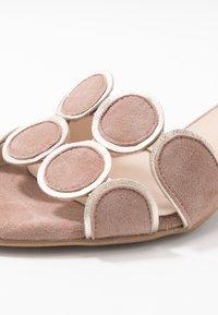 Brenda Zaro - ERIKA NEW - Pantofle na podpatku - make-up - 2