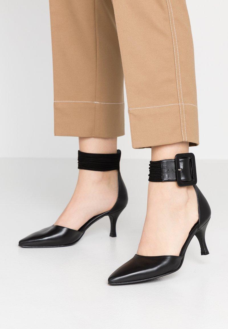 Brenda Zaro - BENETT - Classic heels - black