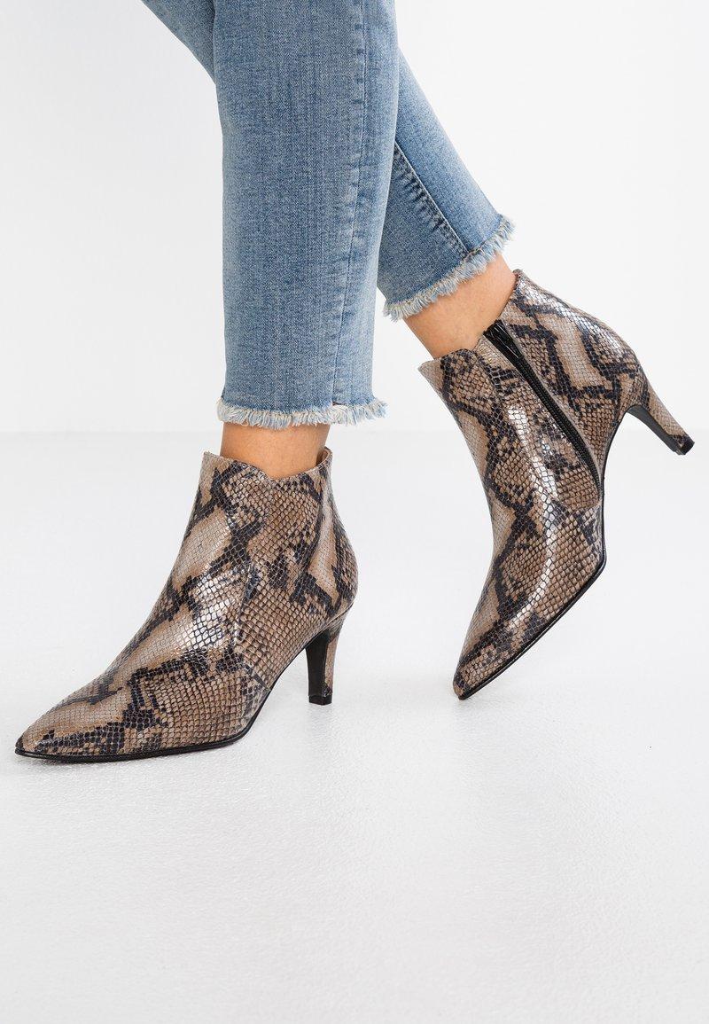 Brenda Zaro - BENETTBO - Ankle boots - algar pesaro