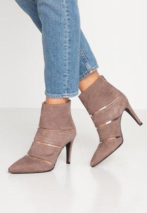DIANBO - Kotníková obuv na vysokém podpatku - lodos