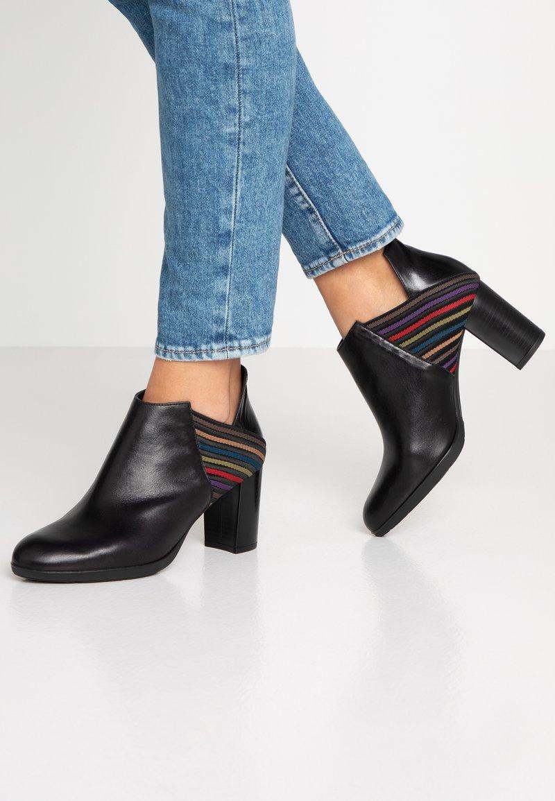 Brenda Zaro - GRANADA - High Heel Stiefelette - poncho black