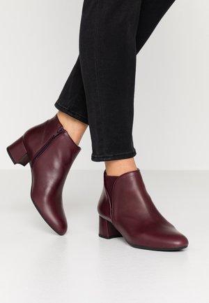 LAGOPAT - Kotníková obuv - bordeaux