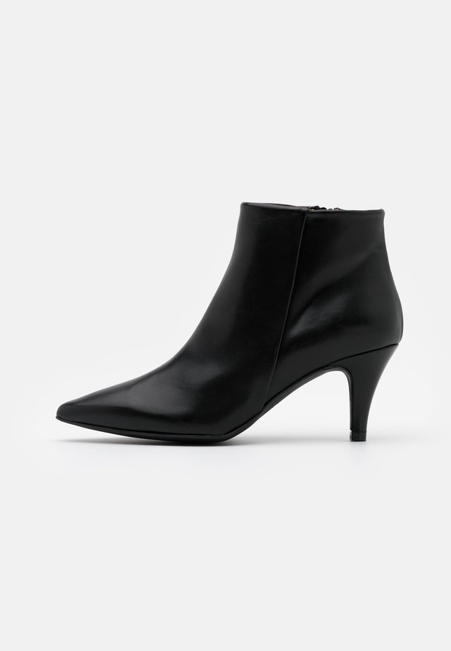 BENETTBO - Ankle Boot - black