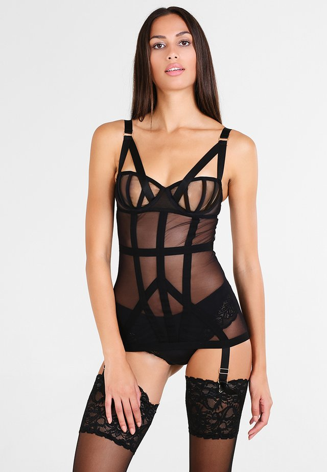 KAROLINA BASQUE  - Korset - black