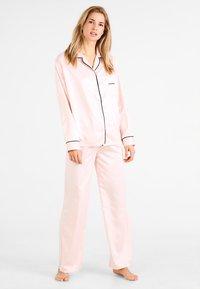 BlueBella - ABIGAIL SHIRT AND TROUSER SET - Pyjama set - pale pink/black - 1