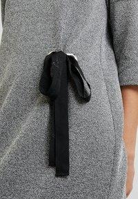 Cartoon - Abito in maglia - black/grey - 6
