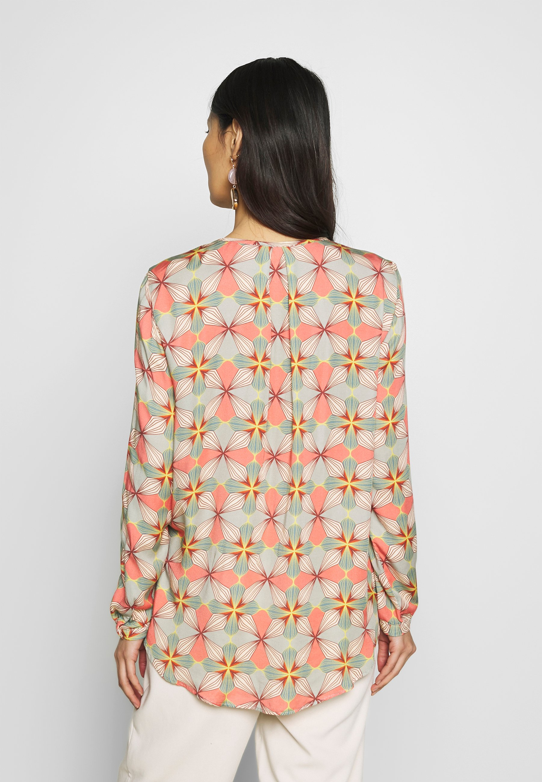 Cartoon Blouse - Taupe/apricot
