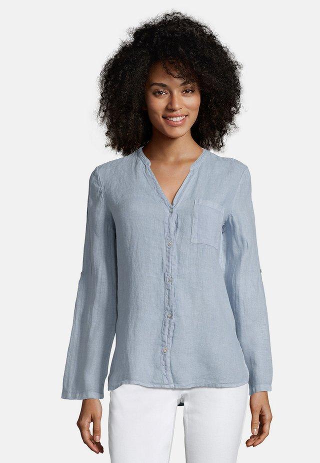 MIT AUFGESETZTEN TASCHEN - Bluse - blue