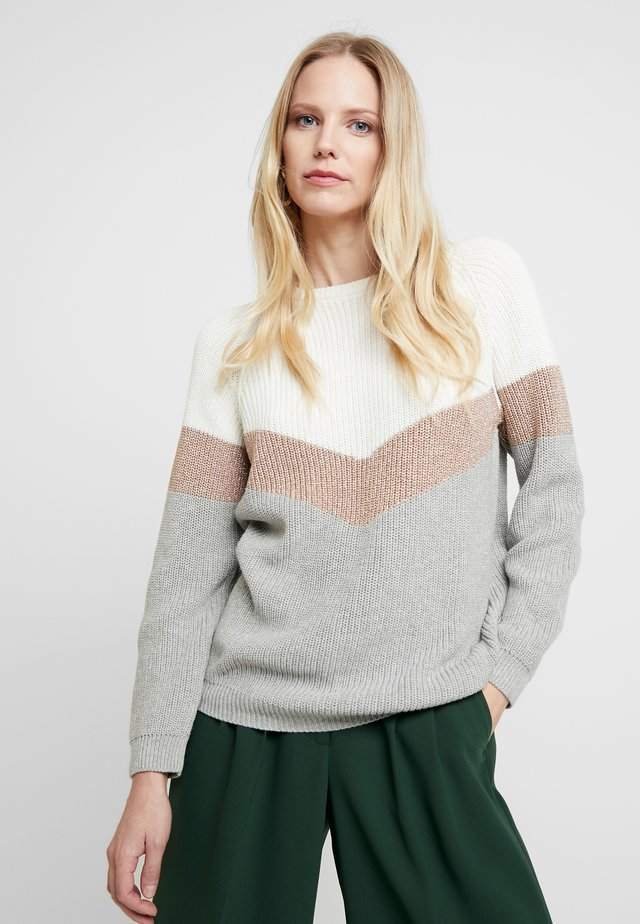 Stickad tröja - grey/nature