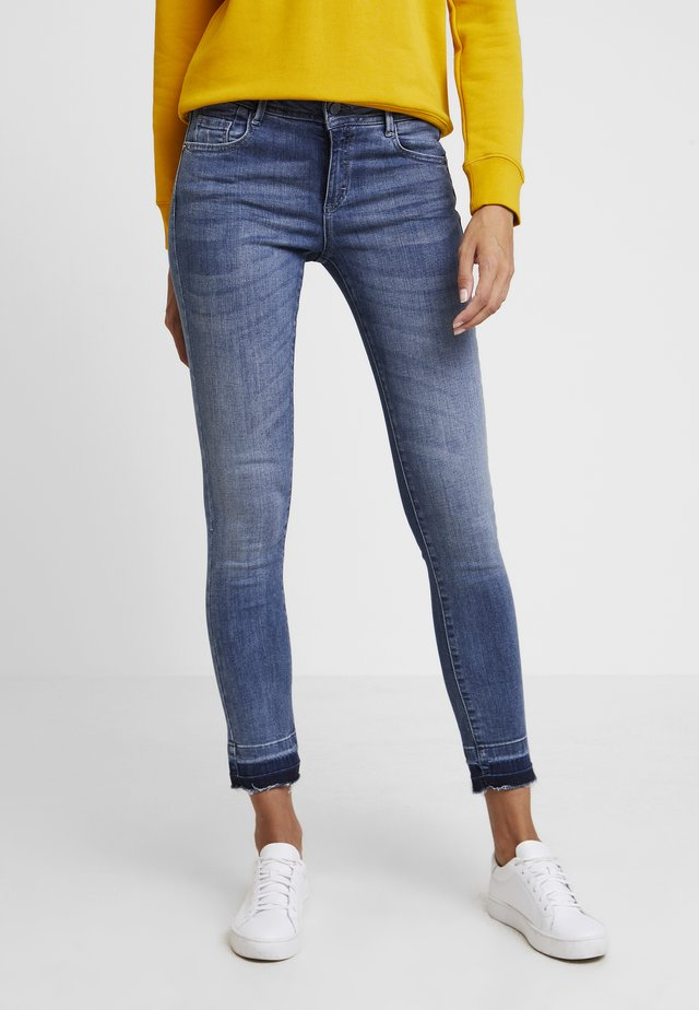 Jeansy Skinny Fit - middle blue denim