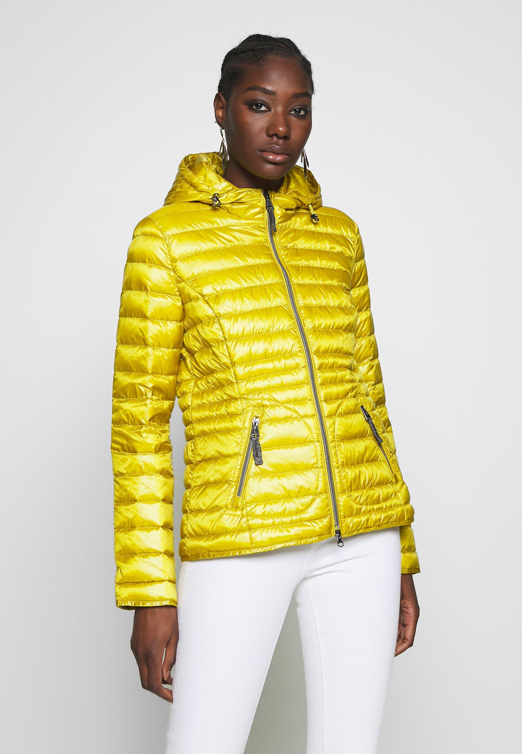 Doudoune courte droite jaune Nike jaune vêtements femme