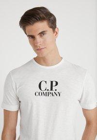 C.P. Company - LOGO - Printtipaita - white - 3