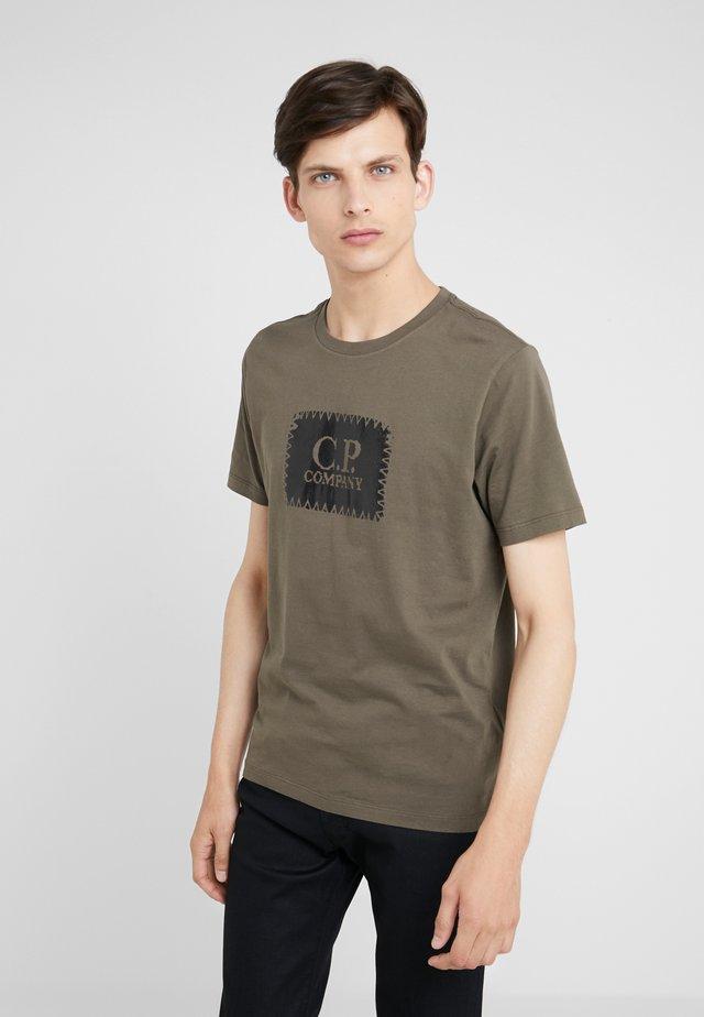 LOGO SHORT SLEEVE - T-shirt med print - dark olive