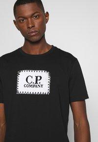 C.P. Company - LOGO - T-shirt print - black - 5