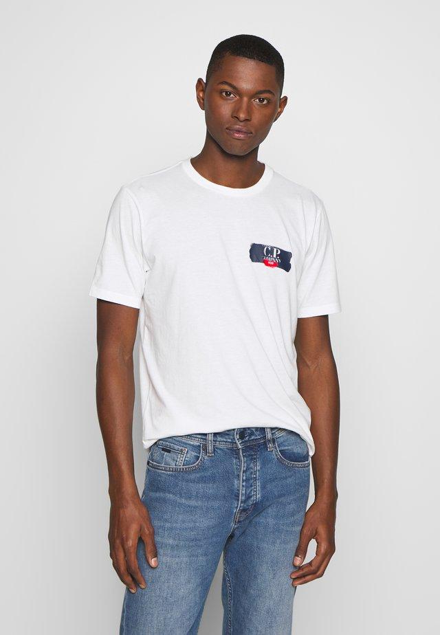 CHEST LOGO - Print T-shirt - white