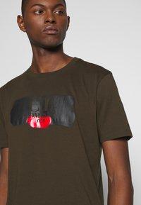 C.P. Company - LOGO T-SHIRT - Print T-shirt - green - 4