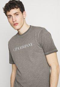 C.P. Company - Print T-shirt - black - 4