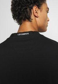 C.P. Company - CREW NECK DIAGONAL - Sweatshirt - black - 3