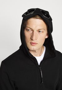 C.P. Company - HOODED OPEN DIAGONAL - Mikina na zip - black