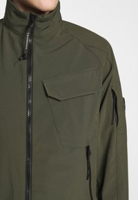C.P. Company - MEDIUM JACKET  - Lehká bunda - olive - 6