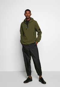 C.P. Company - MEDIUM JACKET HALF ZIP - Windbreaker - forest night - 1