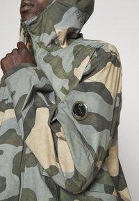 C.P. Company - JACKET CAMO - Lehká bunda - camo - 6