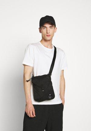 BAG - Torba na ramię - black