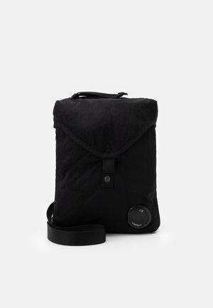 BAG - Across body bag - black