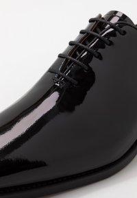Cordwainer - ARMAND - Stringate eleganti - charol black - 5