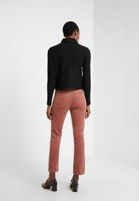 Club Monaco - THE HIGH RISE - Pantalon classique - mauve - 2