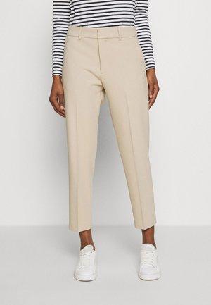 NEW REMI - Spodnie materiałowe - natural