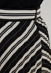 Club Monaco - ANNINA SKIRT - A-snit nederdel/ A-formede nederdele - black stripe - 4