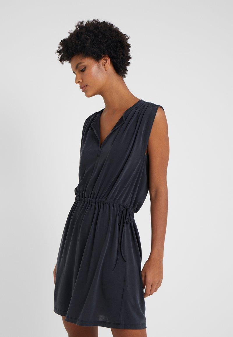 Club Monaco - NAKARAH DRESS - Jerseykleid - black