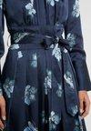 Club Monaco - ALEKZANDRAH DRESS - Sukienka koktajlowa - blue/multi