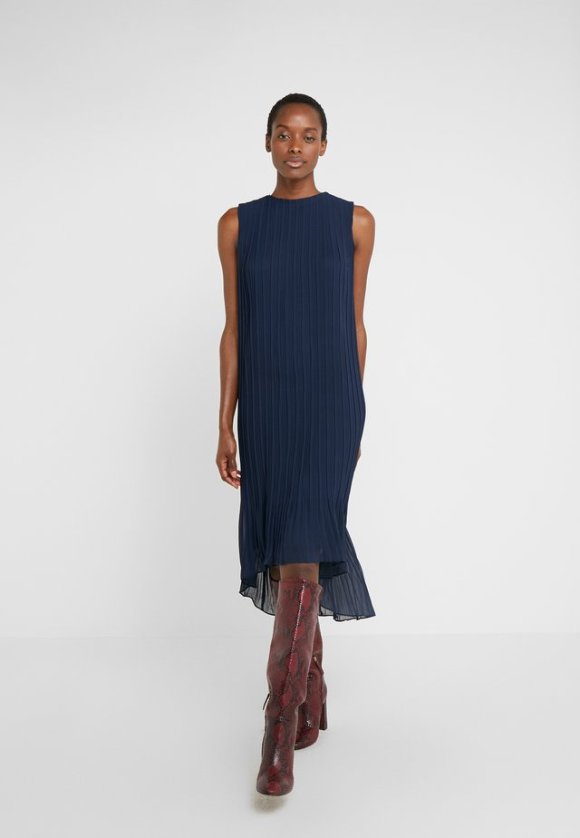 PLEATED HIGH LOW DRESS - Vestido informal - navy