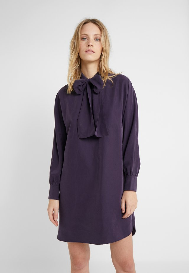 TIE NECK DRESS - Shirt dress - MERLOT