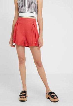 DITMAS - Short - cochineal