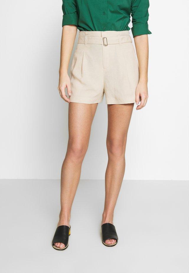 WEAR FORWARD SHORT - Shorts - cashew