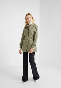 Club Monaco - MITYAH JACKET - Kort kappa / rock - aloe - 1
