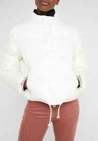 Club Monaco - CROPPED JACKET - Doudoune - buttercream - 6