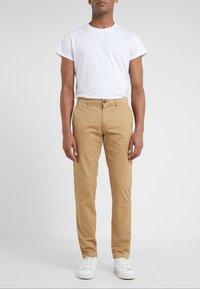 Club Monaco - CONNOR STRETCH - Spodnie materiałowe - dark khaki - 0