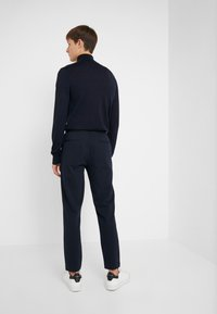 Club Monaco - PIPED DETAIL - Pantalon de survêtement - navy