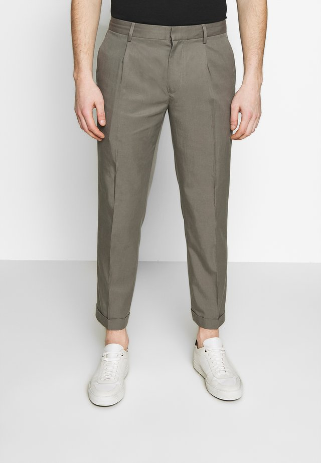 PLEATED CUFF TROUSER - Trousers - pewter