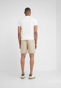 Club Monaco - MADDOX - Shorts - khaki - 2