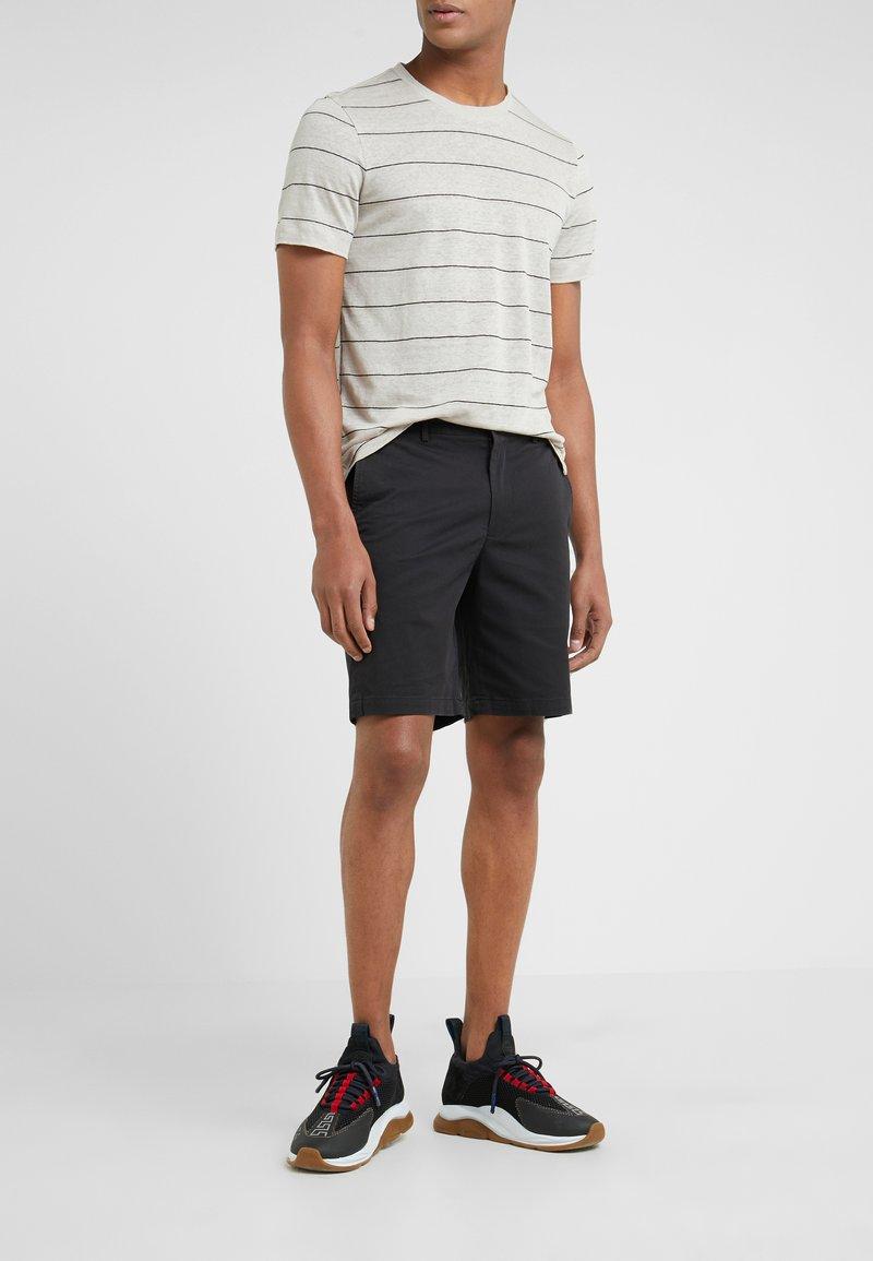 Club Monaco - MADDOX - Shorts - black