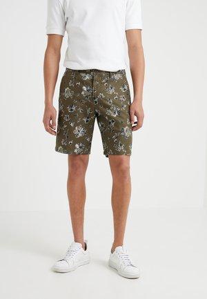 MADDOX GRID WASHED - Shorts - olive/multi