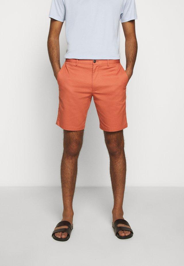 MADDOX TEXTU - Shorts - coral