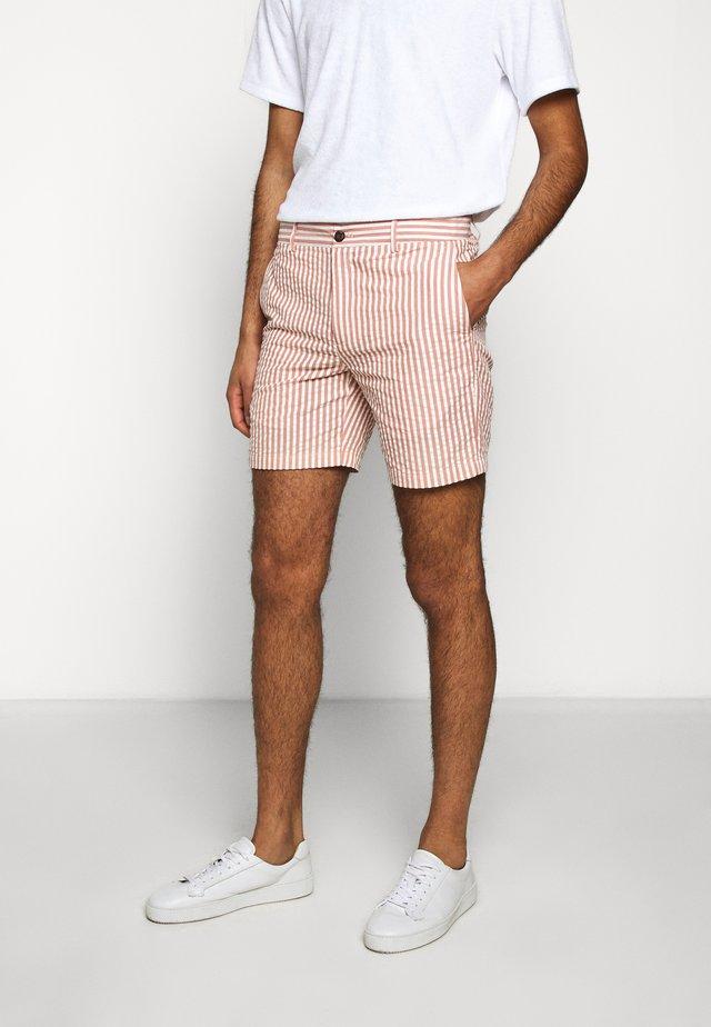 BAXTER SEERSUCKER - Shorts - red/white