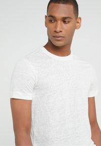 Club Monaco - CREW - Basic T-shirt - pearl - 4
